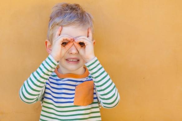 8df87f4f12 Votre enfant a-t-il besoin de lunettes ? Ouvrez les yeux !   Krys Le ...